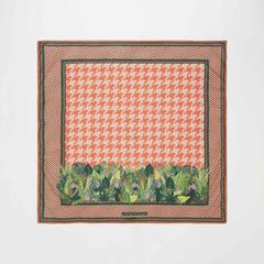Voyage of Style 热带叶片与犬牙织纹印花围巾