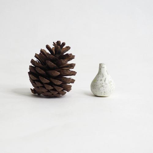103 Paper mini vase Size XS white & green