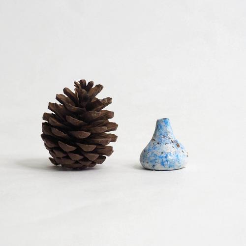 103 Paper mini vase Size XS blue & white